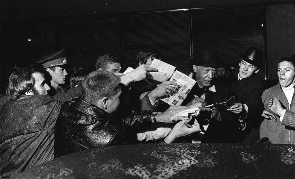 Duke Ellington Mobbed by Russian Jazz Fans in Moscow, USSR, 1971