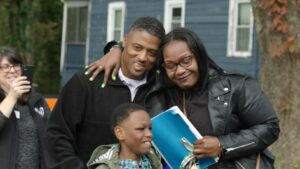 Warrick Dunn Thanked by Mother Who Receives Home (NBC Sports)