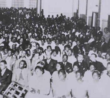 crowds gathered for the meeting of da Frente Negra Brasileira