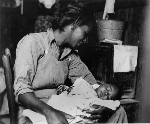 Migrant Mother Holds Her Baby, Maricopa County, Arizona, 1940